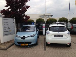 Renault_Dealer_Ladestation_zugeparkt_ZOE