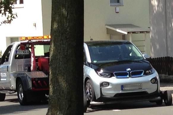BMW i3 abgeschleppt Titelbild