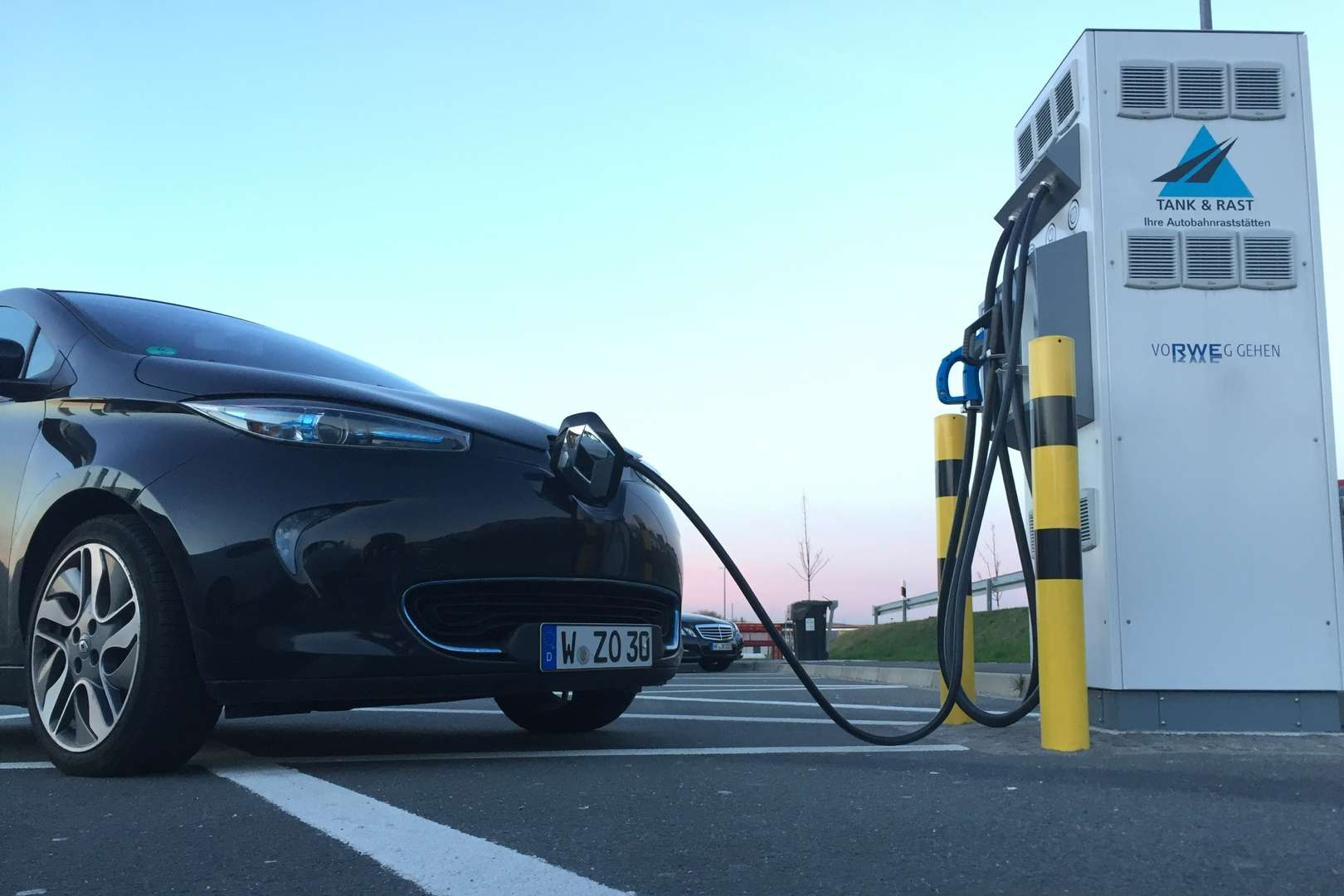 Renault_ZOE_Tank-Rast_Tripple-Charger