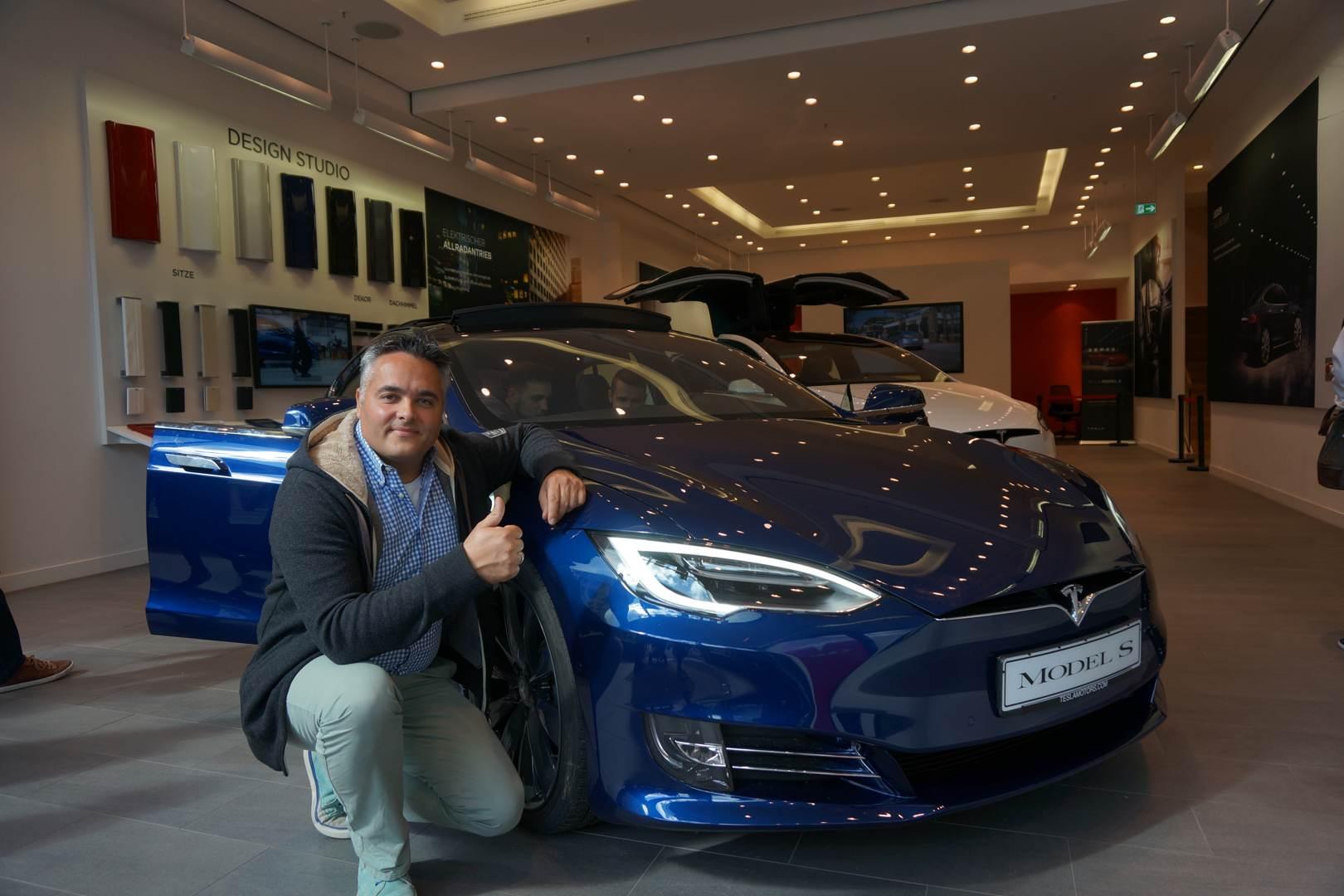 Tesla_Model_S_Store