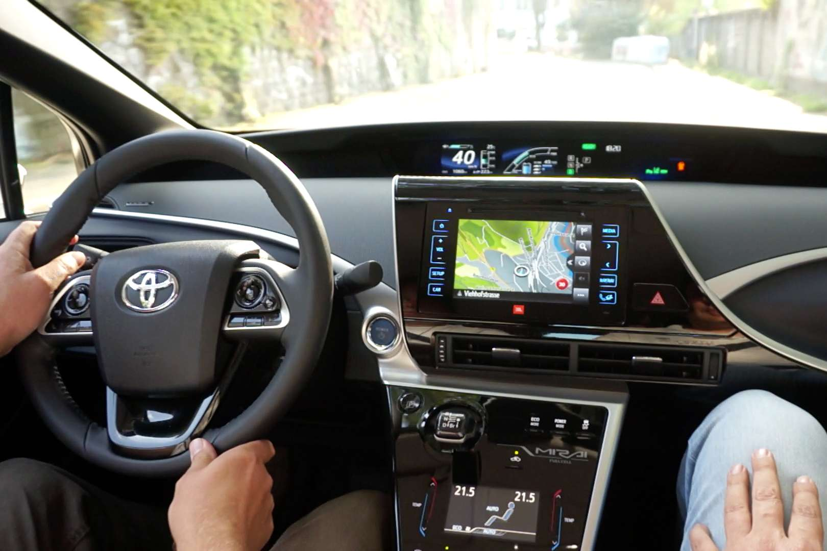 Toyota_Mirai_Cockpit