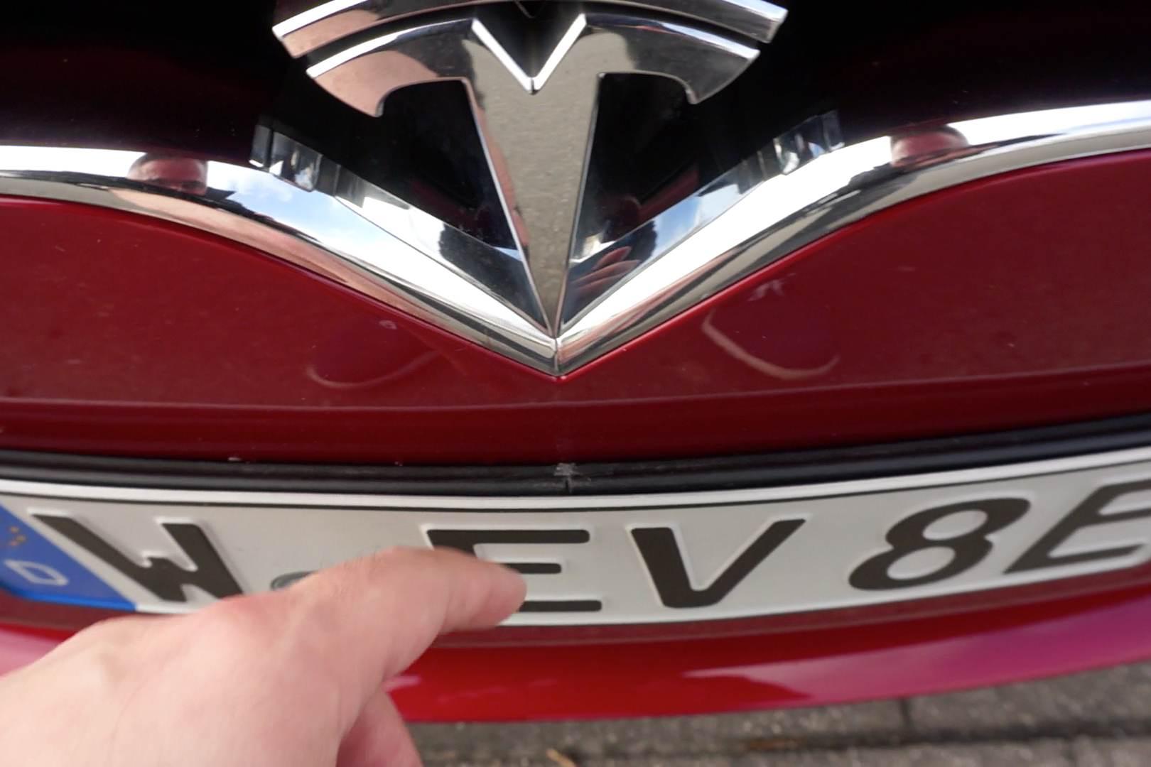 Tesla_Kennzeichentraeger_gekuerzt