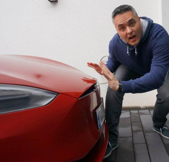 Titelbild_Blog_Nino_Tesla_Autopilot_versagt_Parksensoren_ausgefallen