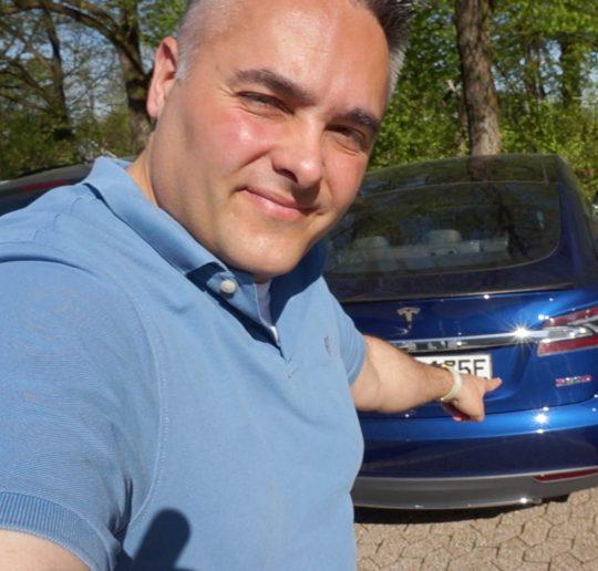 Tesla Model S P90D Ludicrous