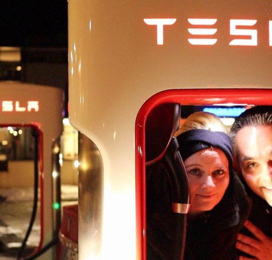Tesla Model 3 kostenlos am Supercharger laden