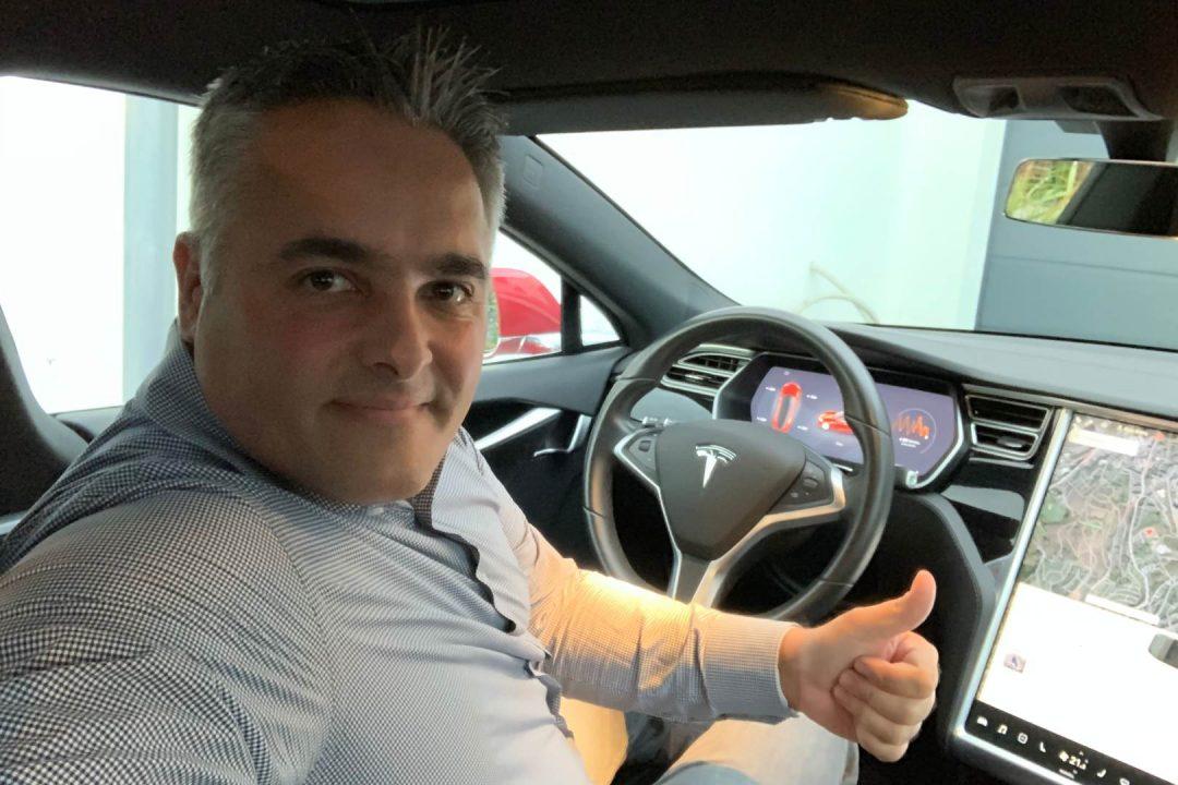 Porsche Taycan vs Tesla Model S Nordschleife