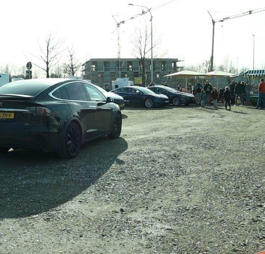 Seed & Greet Tesla Supercharger Ladepark wird überrannt