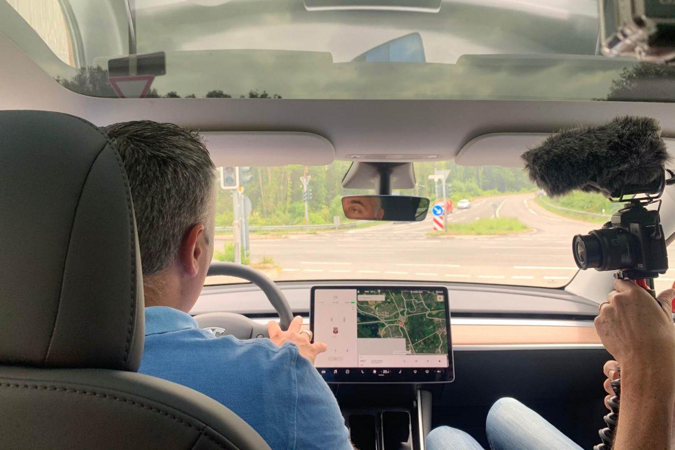 Tesla Model Y Innen Nino Videodreh