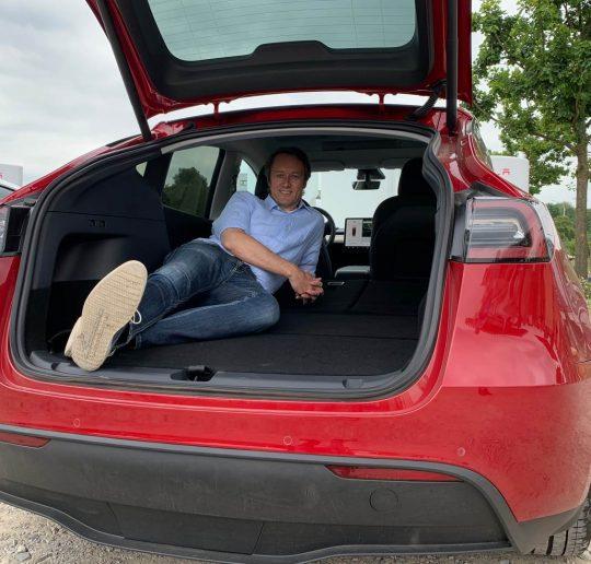 Tesla Model Y Performance rot Probefahrt hinten Ladepark Kreuz Hilden Roland Schueren Kofferraum