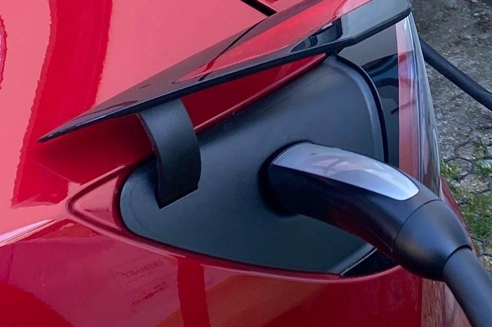 Tesla Model Y USA Ladeanschluss