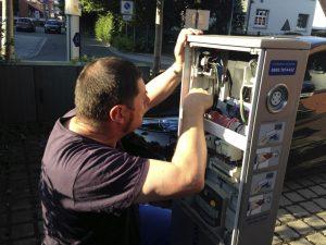 EWE_Elektrotankstelle_Techniker