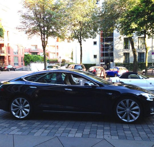Tesla_Model-S_schwarz