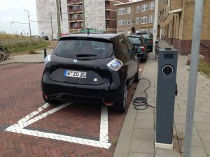 Scheveningen_Renault_ZOE_eLaad1