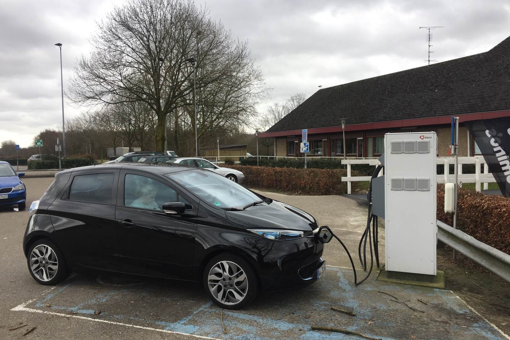 Renault_ZOE_Ladestation_TrippleCharger_Niederlande