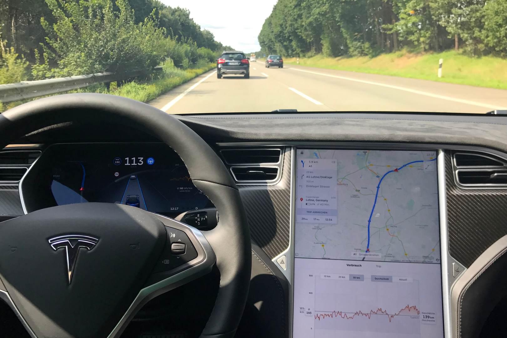 Tesla_Model_S_Cockpit