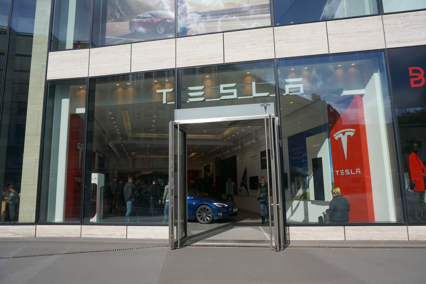 Tesla_Store_Duesseldorf