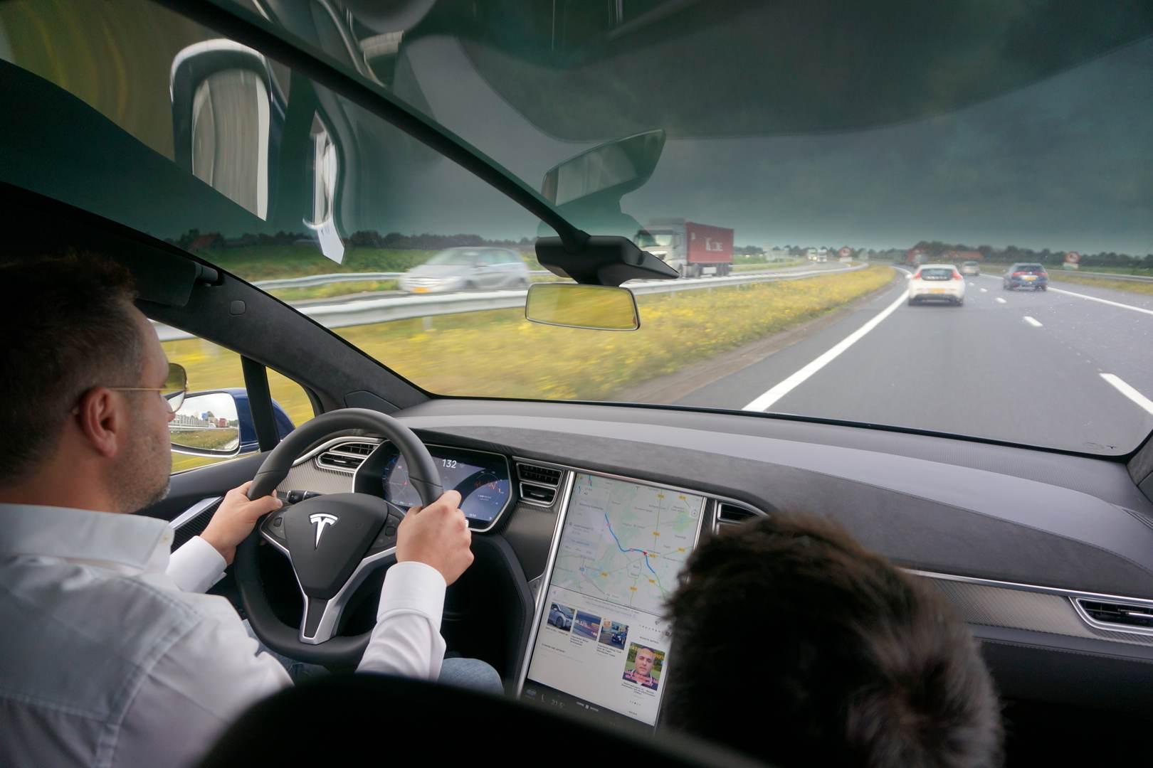 Tesla_Tilburg_Factory_Tour_Model_X_Panoramascheibe