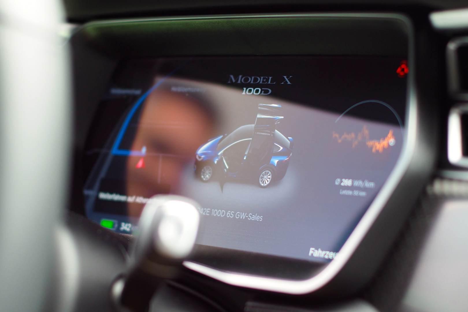 Tesla_Tilburg_Factory_Tour_Model_X_Tacho