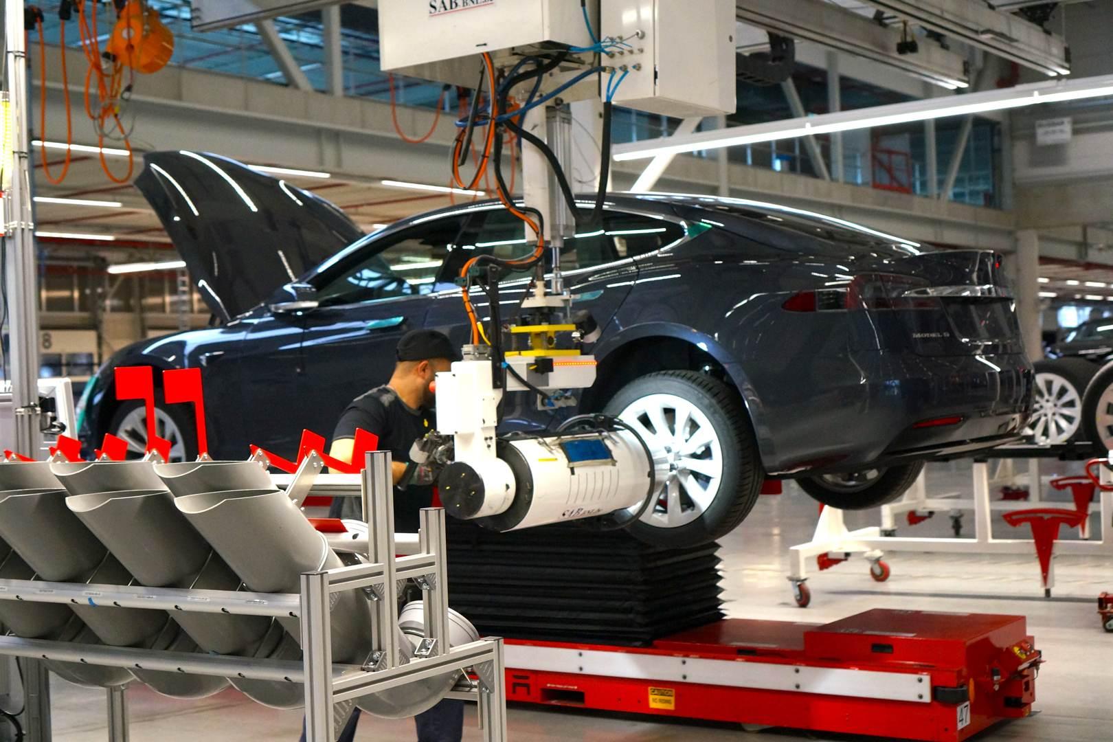 Tesla_Tilburg_Factory_Tour_Montage_Rad