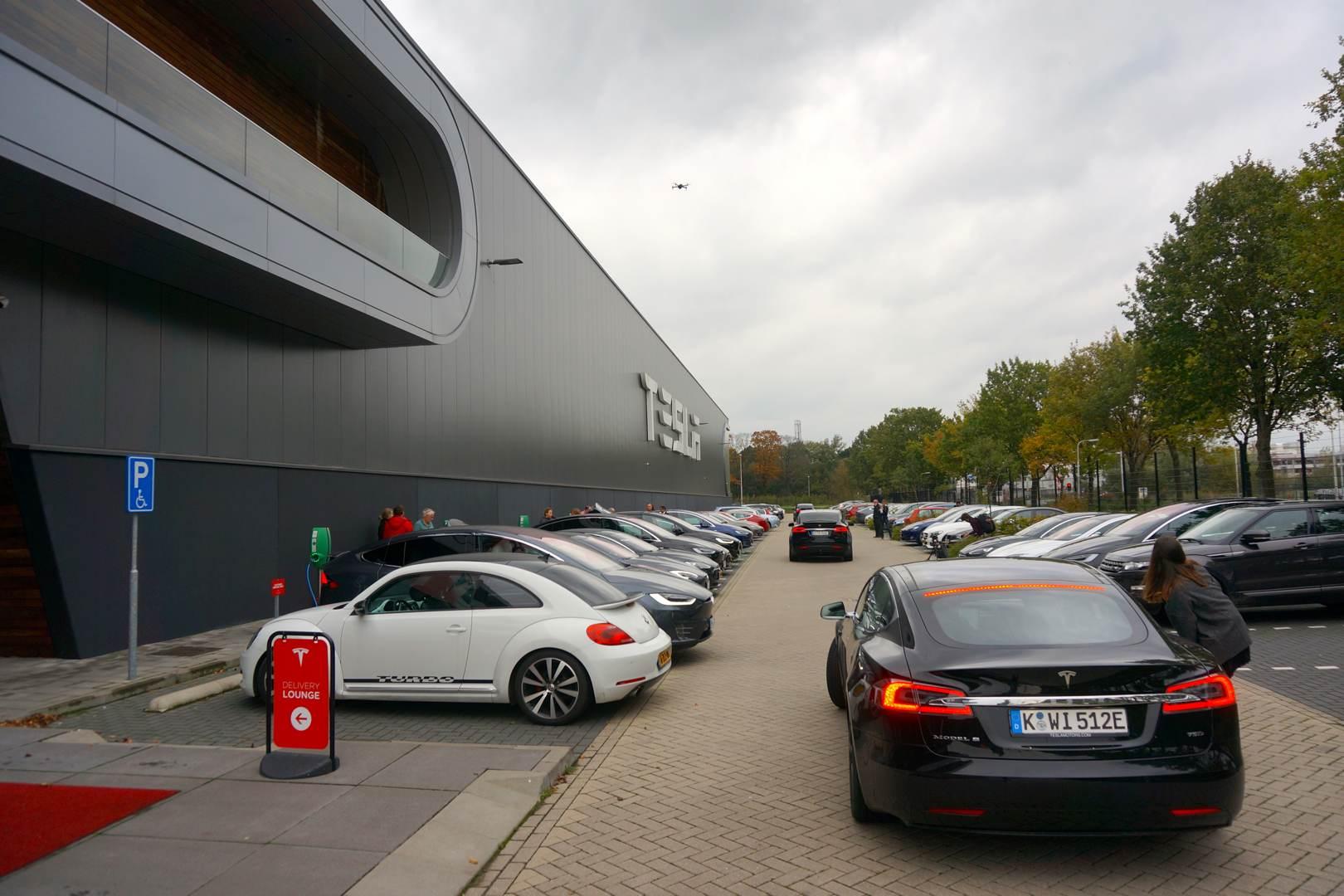 Tesla_Tilburg_Factory_Tour_Parkplatz