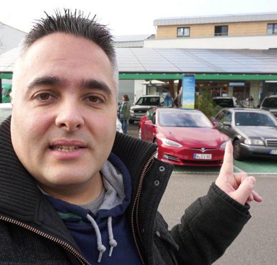 Titelbild_Blog_Tesla_Model_S_Reparatur_kurzes_Kennzeichen
