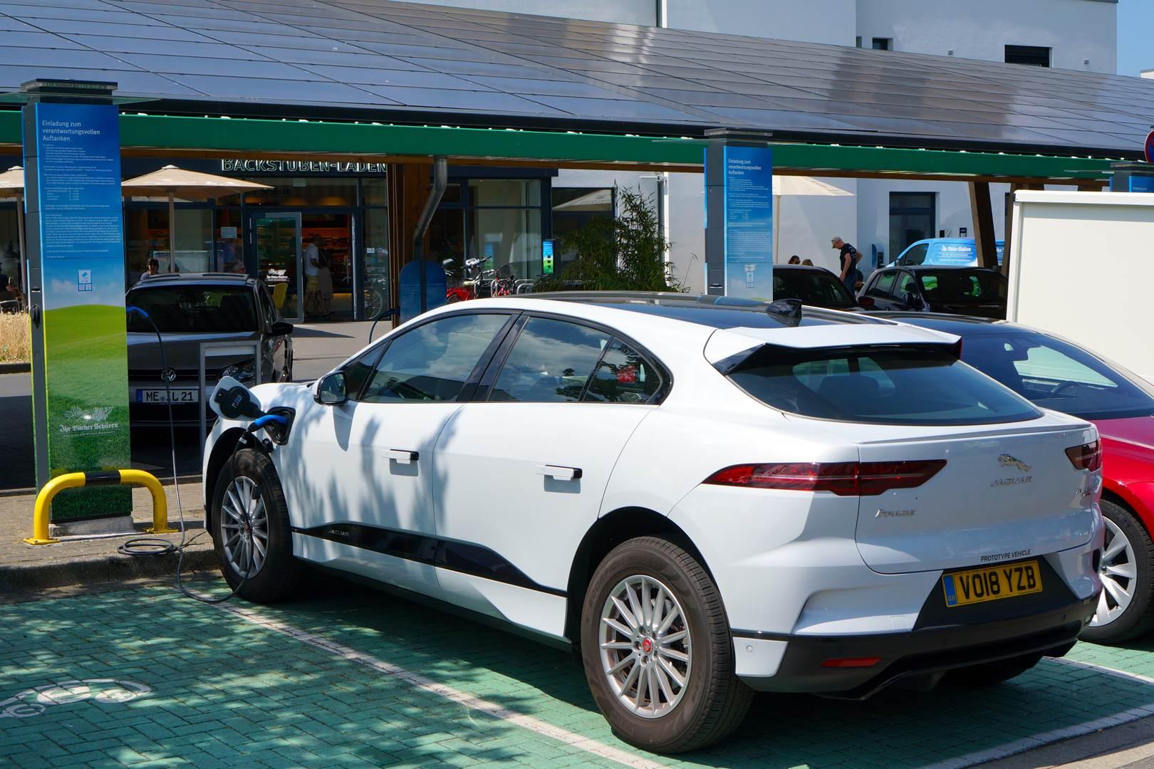 Jaguar iPace Ladepark Kreuz Hilden