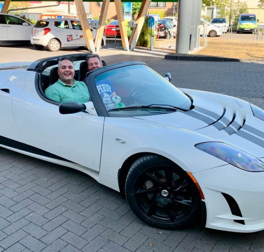 Titelbild Blog 7 Jahre Tesla Roadster