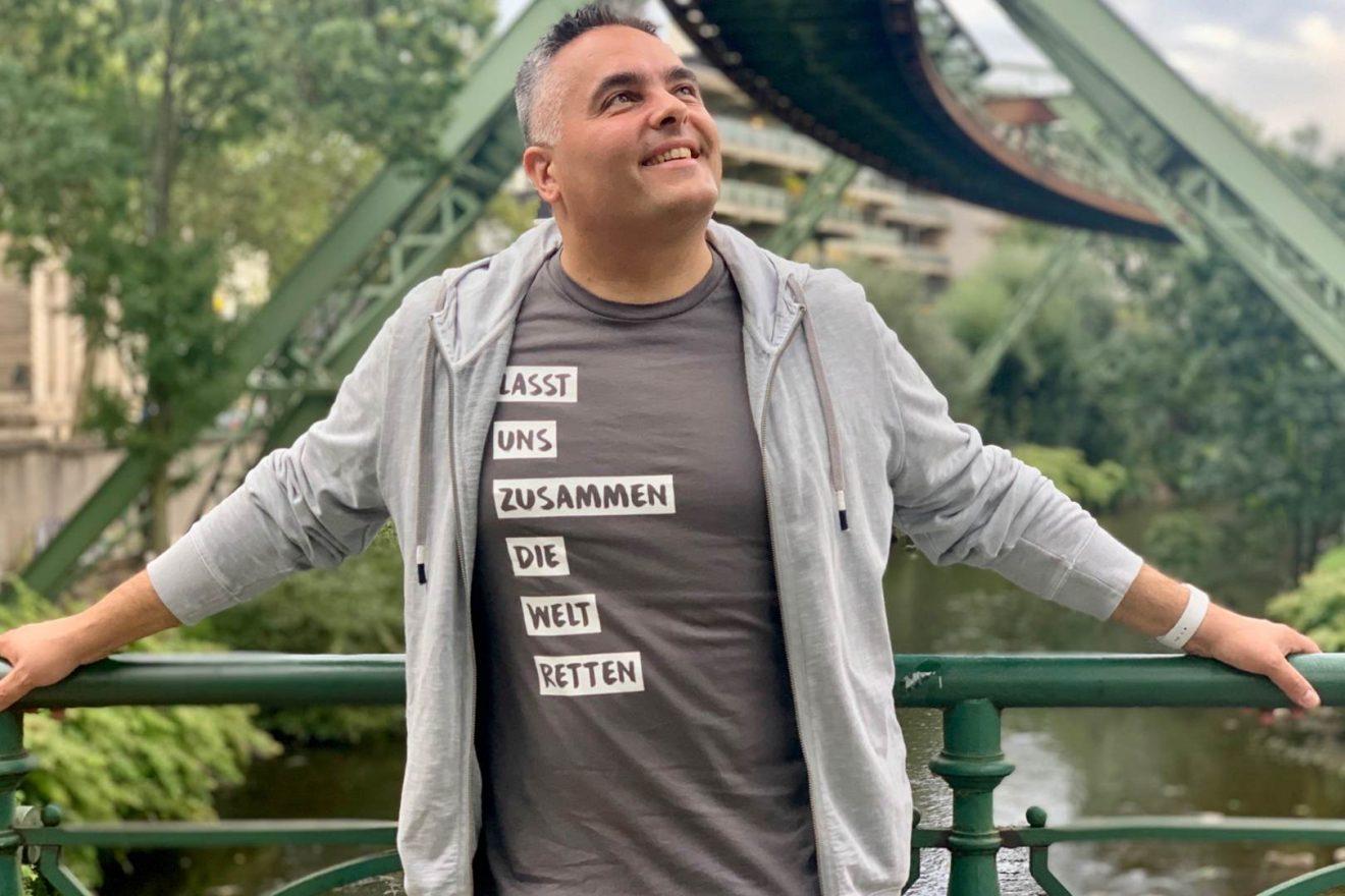 Nino DANZEI T-Shirt Elektrum Lasst uns zusammen die Welt retten grau Schwebebahn