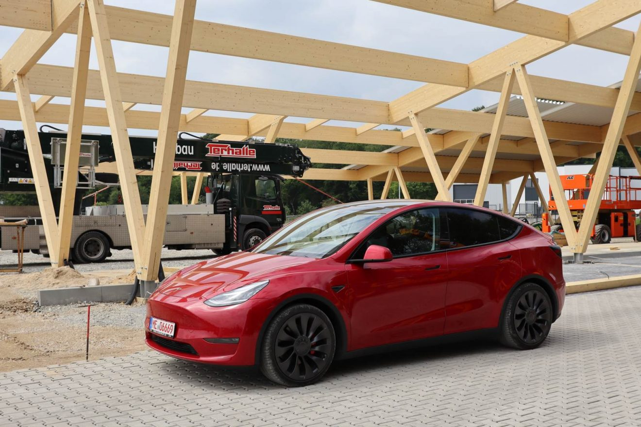 Tesla Model Y Performance rot Probefahrt