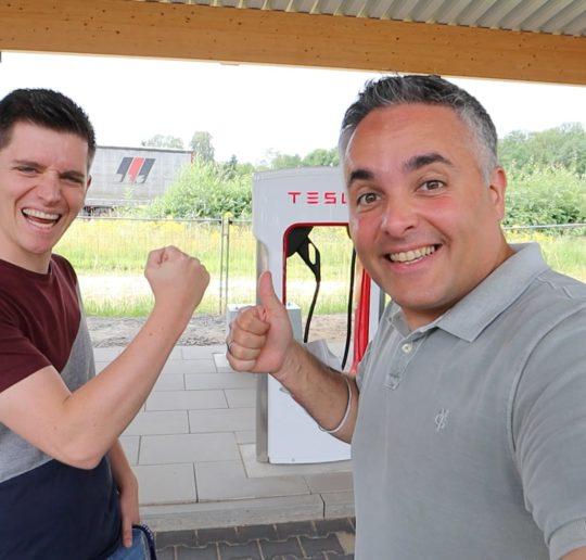 Seed and Greet Ladepark Kreuz Hilden Elektroauto Tesla Fastned